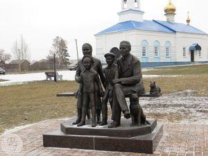Памятник Крестьянская семья.jpg