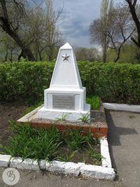 Братская могила обелиск ДИ Седых.jpg