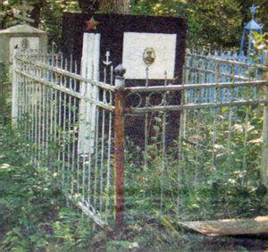 Могила Кулакова до реконструкции.jpg