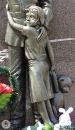 Фрагмент памятника (девочка).jpg