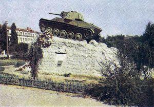 Памятник Ефиму Пушкину до 1967 года.jpg