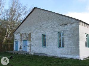 Северский Дом культуры с частью церковной стены