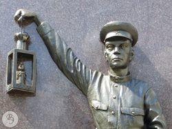 Фрагмент памятника (юноша).jpg
