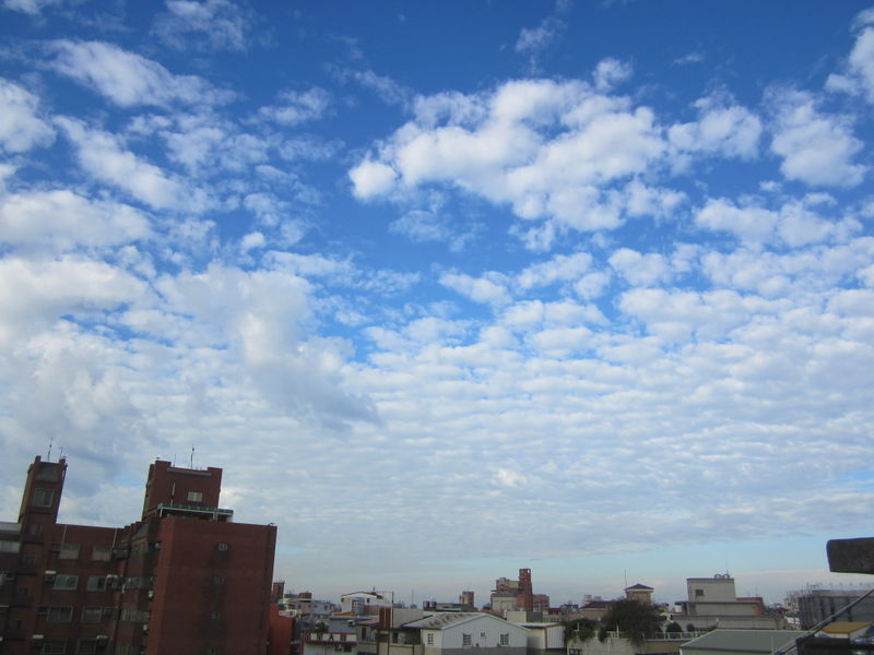 檔案:WNW sky in Hisnchu City 2012-12-29 0830.jpg