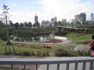 台中秋紅谷公園一景