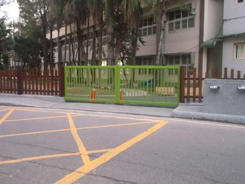 檔案:新竹市東園國小新側門二.jpg
